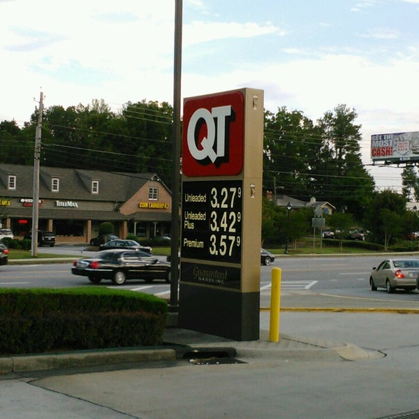 Photo taken at QuikTrip by L'Vaughn S. on 9/29/2013