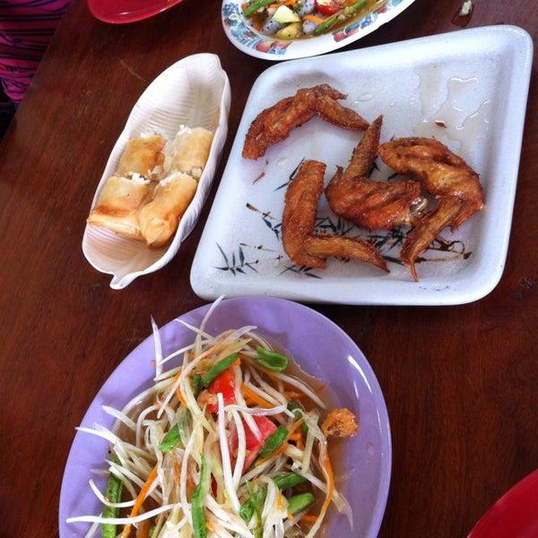 Photo taken at ร้านอาหารฉำฉา by Maynalin N. on 7/17/2013