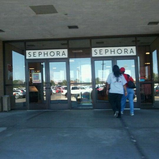 Penneys Dept Store: Department Store In Oak Park Shopping Center