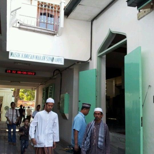 Photo taken at Kawasan Wisata Religi Makam Sunan Ampel by Valentina I. on 8/8/2012