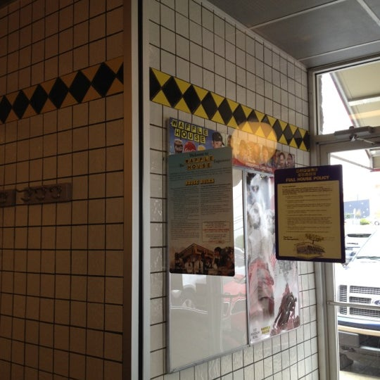 Photo taken at Waffle House by TASLUT on 3/8/2012