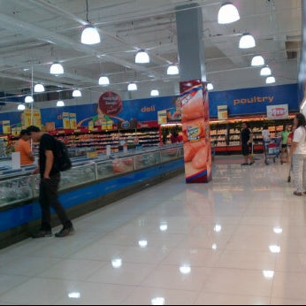 Photo taken at Shopwise by Nikkolini L. on 5/28/2012