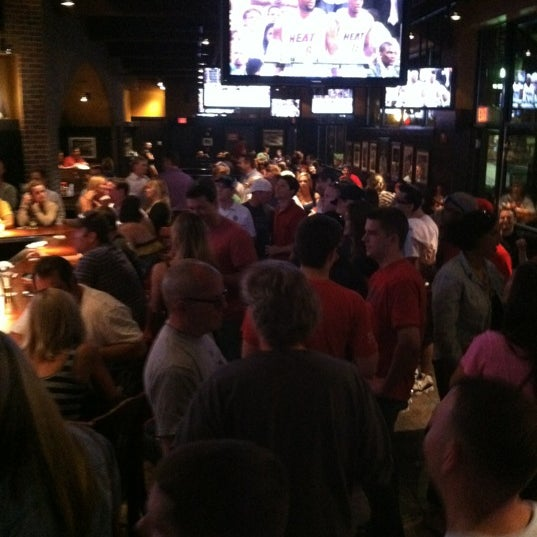 Photo taken at Cask 'n Flagon by Martin L. on 5/31/2012