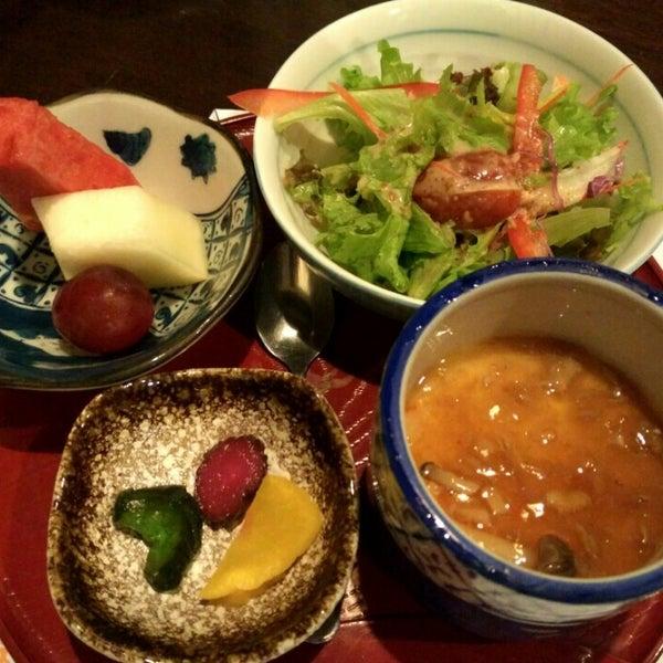 Photo taken at Hyotan Japanese Restaurant by JL® on 5/21/2016