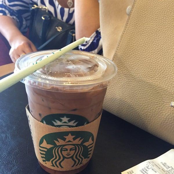Photo taken at Starbucks by Mild7💋💋 on 4/2/2016