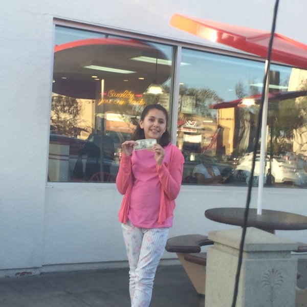 Photo taken at In-N-Out Burger by Leonardo T. on 4/29/2014