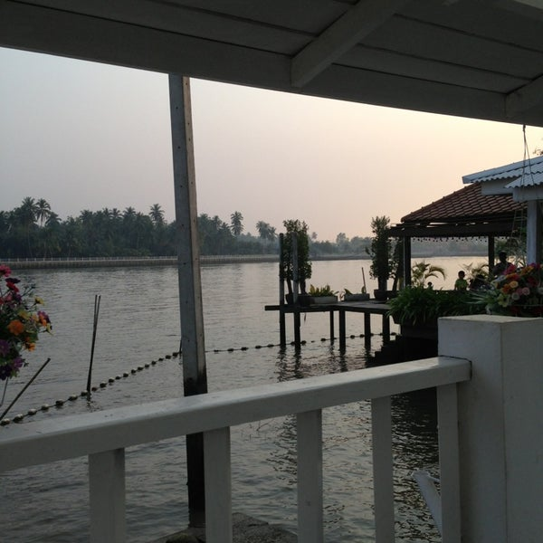 Photo taken at บ้านชมวิว (Baan Chom View) by Sivathit バ. on 1/20/2013