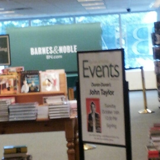 Photo taken at Barnes & Noble by P H. on 10/16/2012