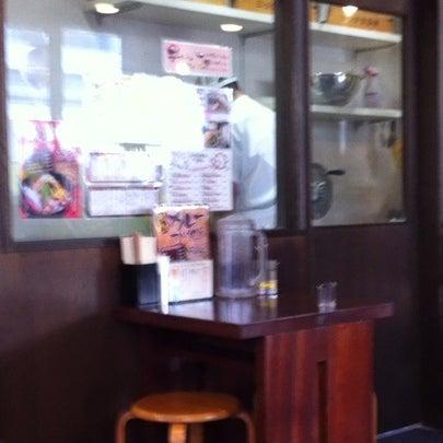 Photo taken at 三ツ矢堂製麺 下北沢店 by Ken I. on 12/8/2012
