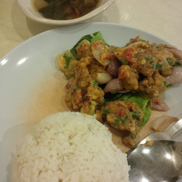 Photo taken at Restoran Tom's Dim Sum by Yong Y. on 12/17/2014