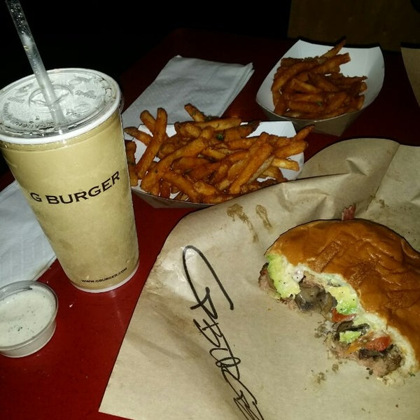 Photo taken at G Burger by Hernan L. on 8/26/2014