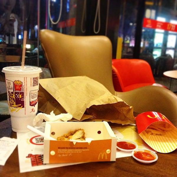 Photo taken at McDonald's (แมคโดนัลด์) by Djnoi H. on 2/2/2015
