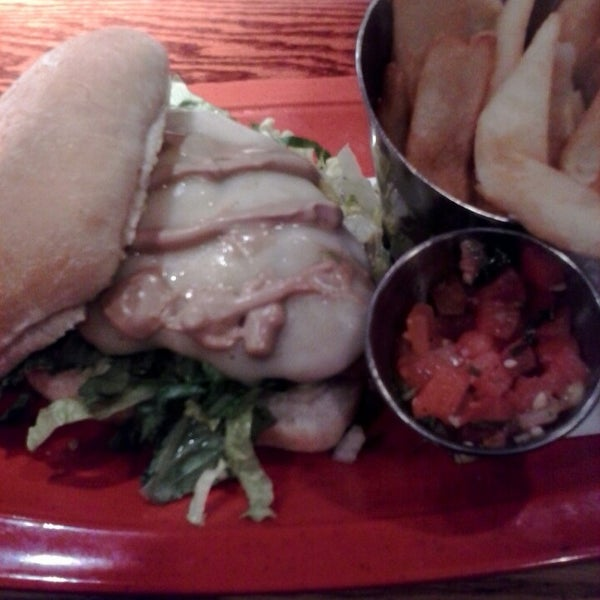 Photo taken at Red Robin Gourmet Burgers by Leandra D. on 2/22/2014