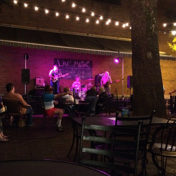 Photo taken at Humphrey's Bar and Grill by Sandro H. on 6/5/2015