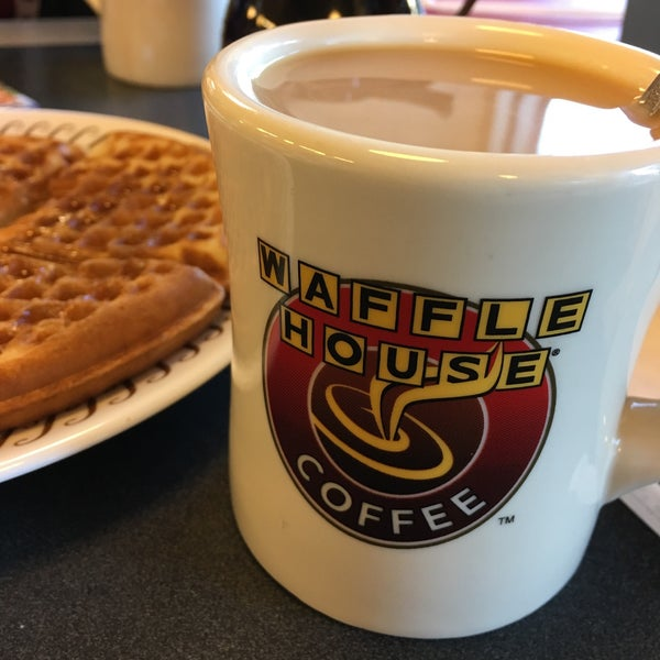 Photo taken at Waffle House by Adry L. on 10/26/2016