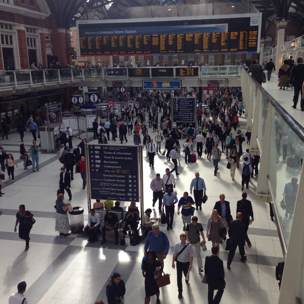 Photo taken at London Liverpool Street Railway Station (LST) by Yuri R. on 6/25/2014