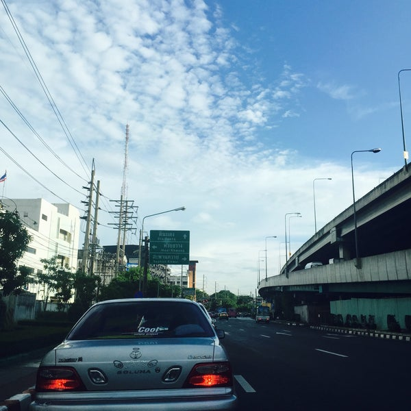 Photo taken at แยกสุทธิสาร (Sutthisan Intersection) by Patcha🌾 on 9/16/2015