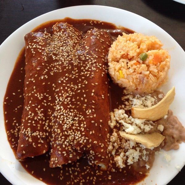 Photo taken at Pozole y Tacos Regios by Arturo E. on 1/22/2016