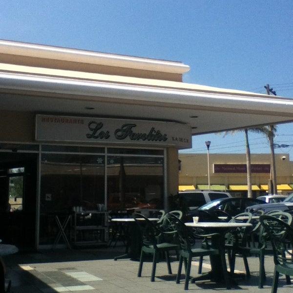 Los farolitos restaurante mexicano en boca del r o for Los azulejos restaurante mexicano