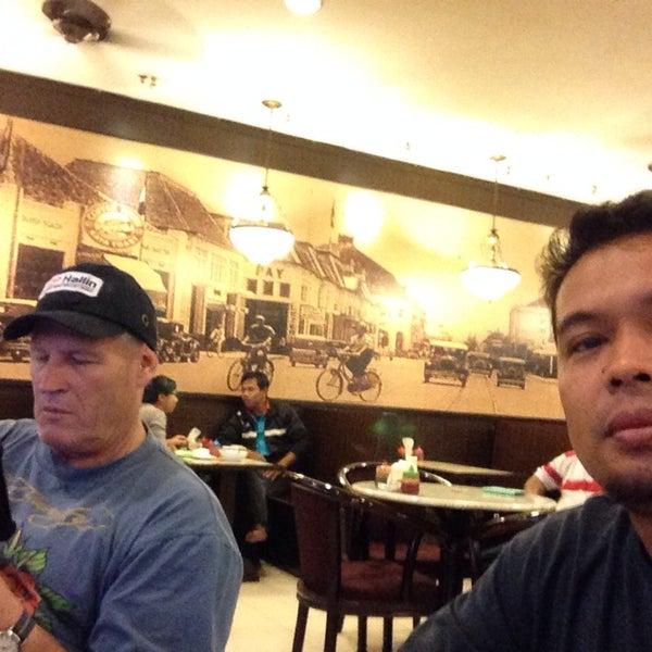 Photo taken at Coffee Town Kaya Toast by Muhammad on 12/10/2014