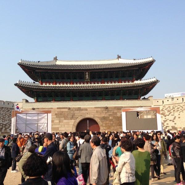 Photo taken at 숭례문 (崇禮門, Sungnyemun) by Wun Heui J. on 5/4/2013