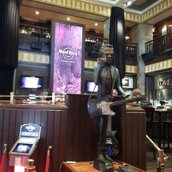 Photo taken at Hard Rock Cafe Washington DC by Rodrigo A. on 8/26/2014