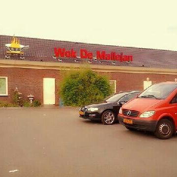 Photo taken at Wok De Mallejan by Arum R. on 8/10/2013