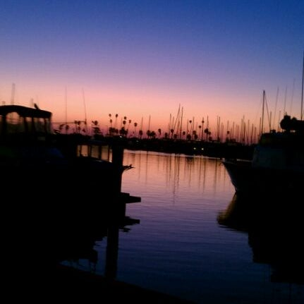 Photo taken at Harbor Fish and Chips by Lucy G. on 9/12/2011