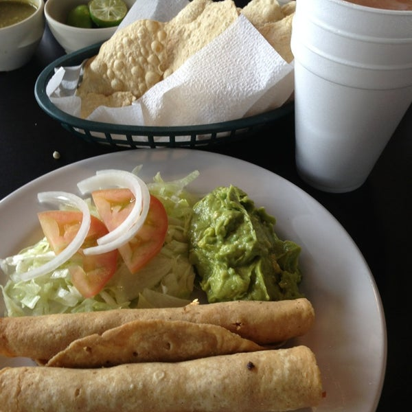 Photo taken at Pozole y Tacos Regios by Miguel B. on 7/27/2013