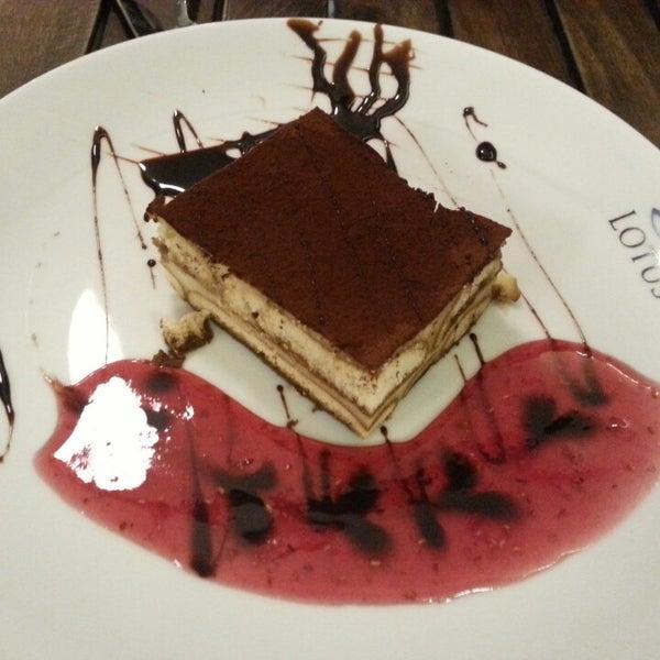 5/30/2013 tarihinde Volkan Y.ziyaretçi tarafından Lotus Cafe Restaurant'de çekilen fotoğraf