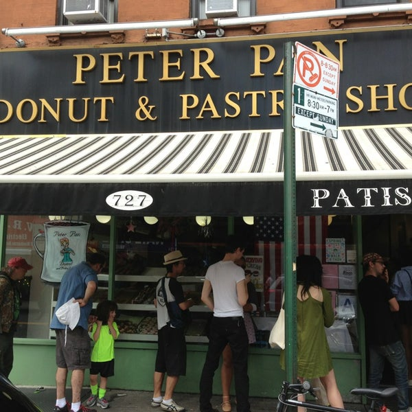 Photo taken at Peter Pan Donut & Pastry Shop by Yokhoo C. on 6/8/2013