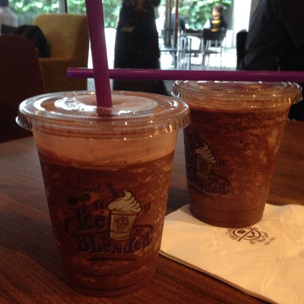 Photo taken at The Coffee Bean by 💖Çãffÿ💖 on 12/6/2013
