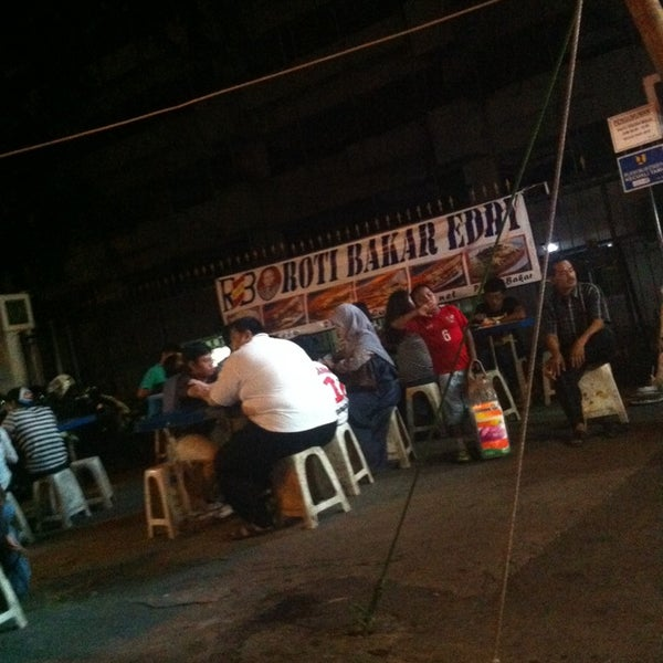Photo taken at Roti Bakar Eddy by Yasmin T. on 2/1/2014