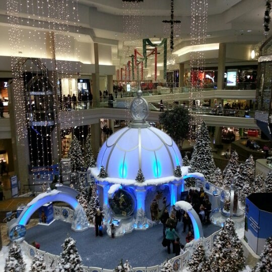 Photo taken at Woodfield Mall by Paul on 11/10/2012