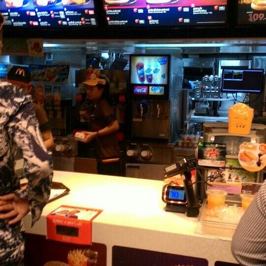 Photo taken at McDonald's (แมคโดนัลด์) by Mike R. on 9/18/2015