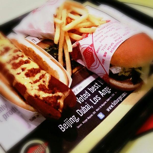 Photo taken at Fatburger | فات برجر by Shahad A. on 7/24/2013
