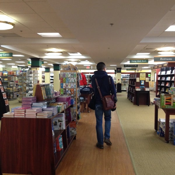 Photo taken at College of William & Mary Bookstore by Eunha 네. on 3/9/2014
