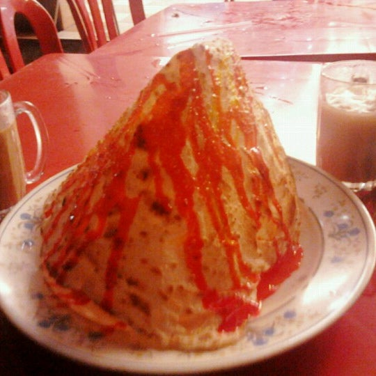 Photo taken at Restoran Al-Nazmaju by FyzKa PЯoPa KЯB™ on 10/20/2012