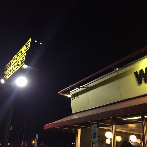 Photo taken at Waffle House by Sandra C. on 8/8/2015