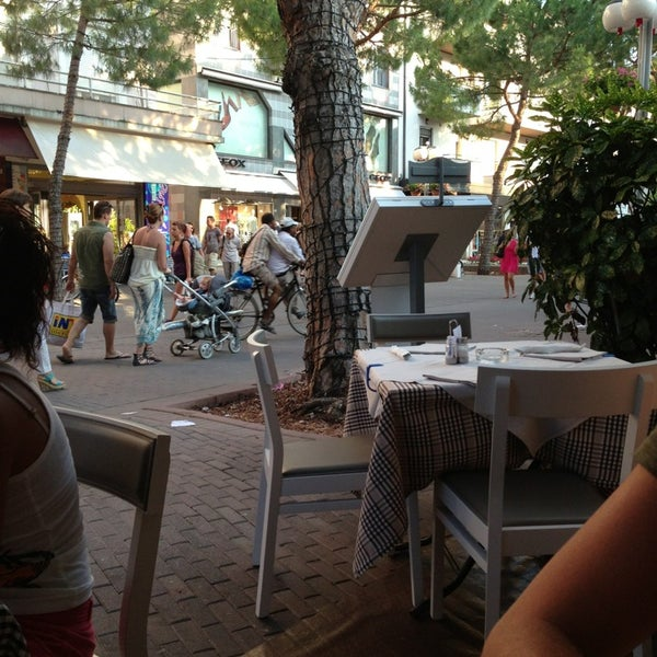 Photo taken at Canasta Pizzeria & Ristorante by Chiara E. on 7/7/2013