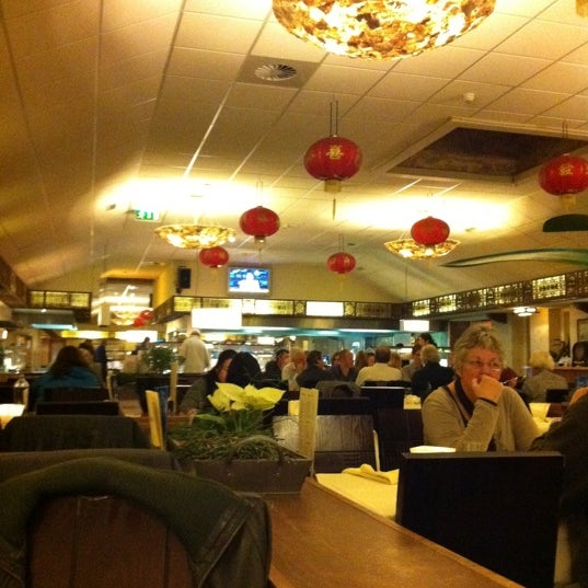 Photo taken at Wok De Mallejan by martinjan G. on 1/26/2011