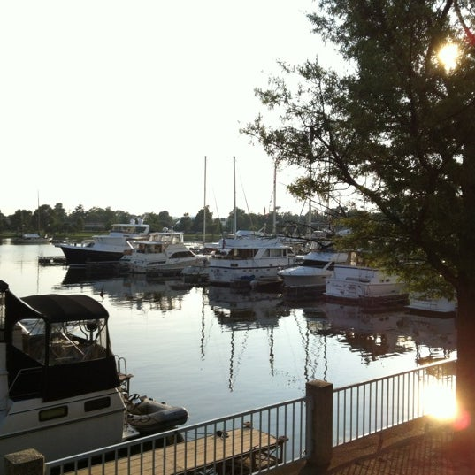 Photo taken at Phillips Seafood by Oge M. on 7/16/2012