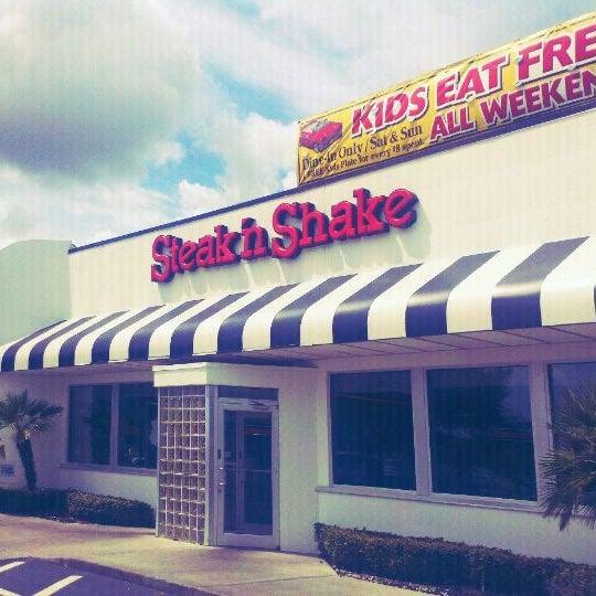 Photo taken at Steak 'n Shake by Ryan A. on 8/31/2011