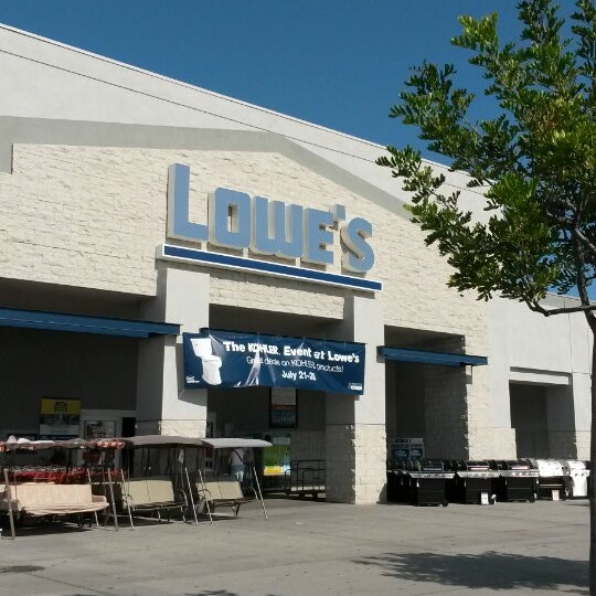Lowe 39 S Home Improvement Hardware Store In Long Beach