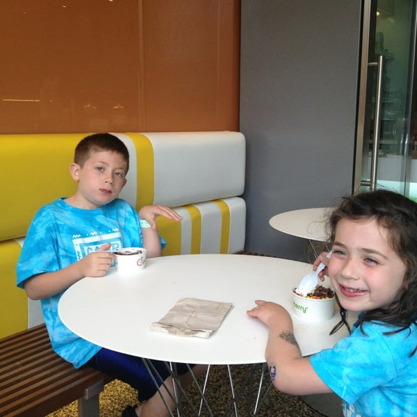 Photo taken at Pinkberry by Lisa H. on 7/31/2013