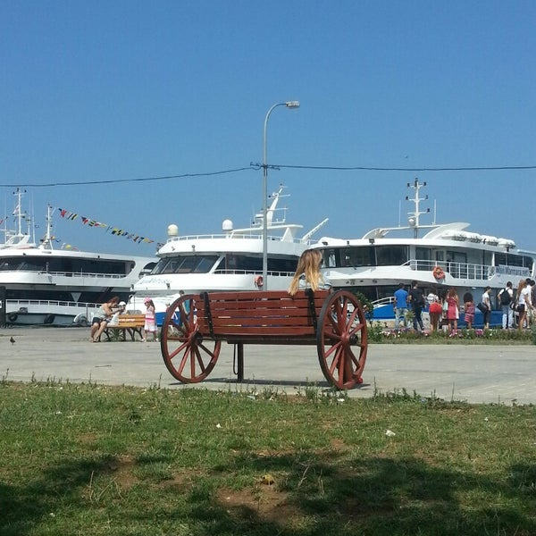 Photo taken at Büyükada Mavi Marmara Motor İskelesi by Arzu K. on 8/10/2013