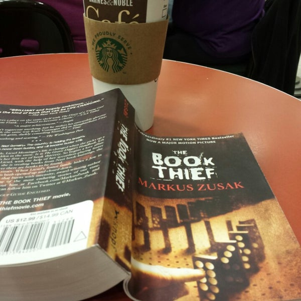 Photo taken at Barnes & Noble by Dee R. on 11/16/2013