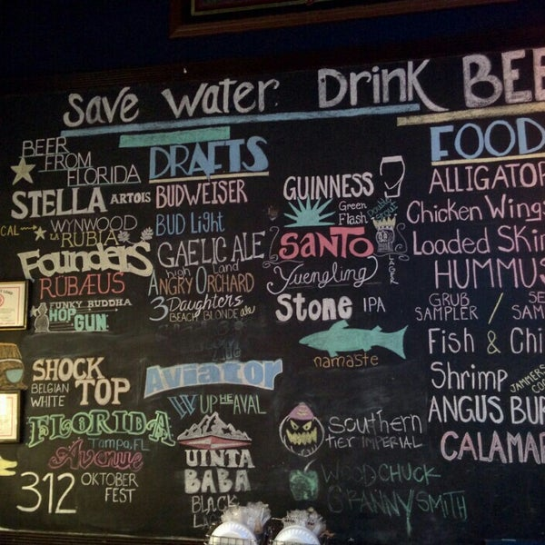 Photo taken at Sharkeys Beer & Wine by Bastiaan D. on 11/22/2015