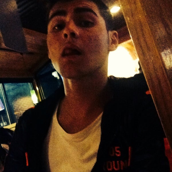Photo taken at Applebee's by Emirhan E. on 2/15/2014