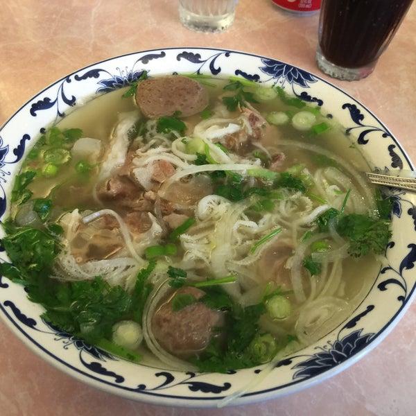 Photo taken at Pho 777 Vietnamese Restaurant by Augusto César P. on 6/9/2016